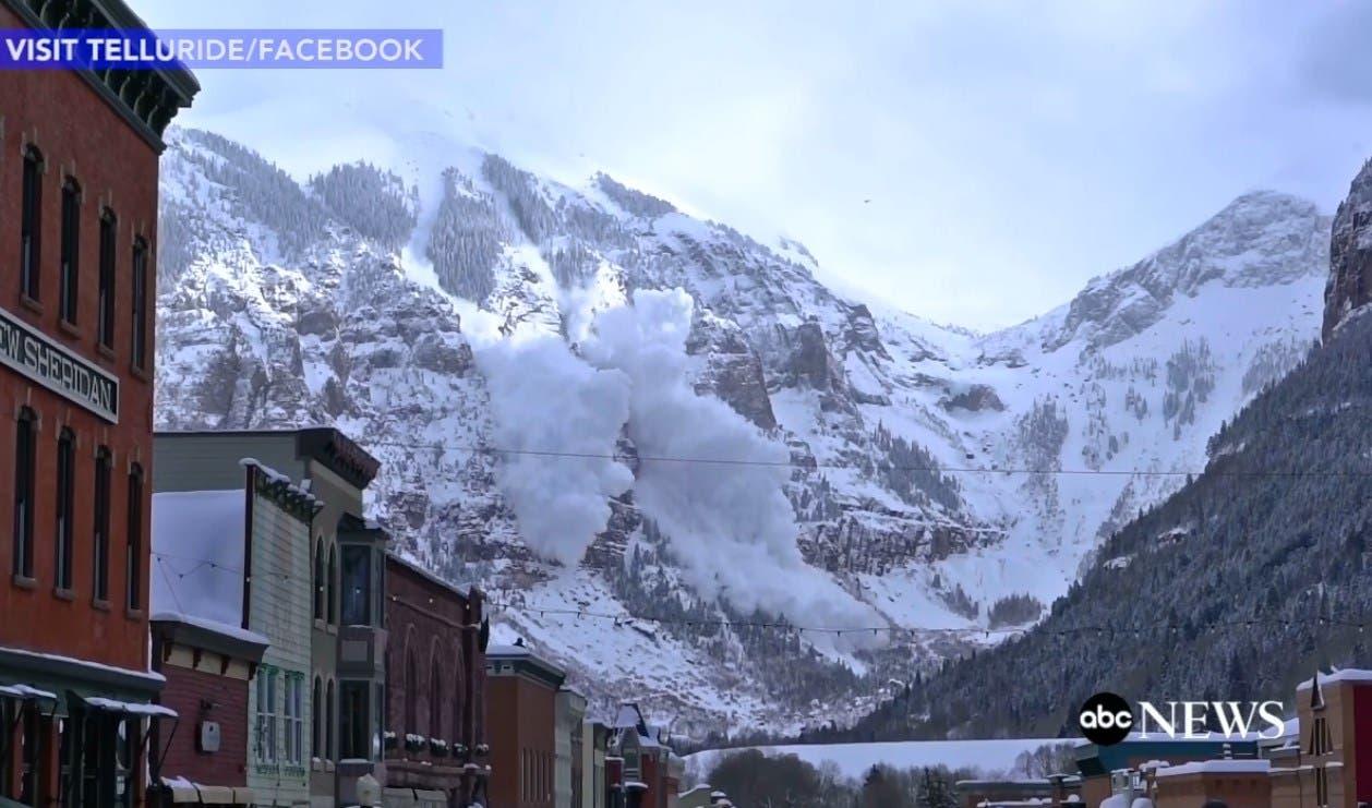 Espectacular avalancha provocada por un helicóptero