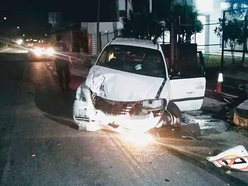 Vehículo se estrella contra la caseta de seguridad del Cereso de Chetumal