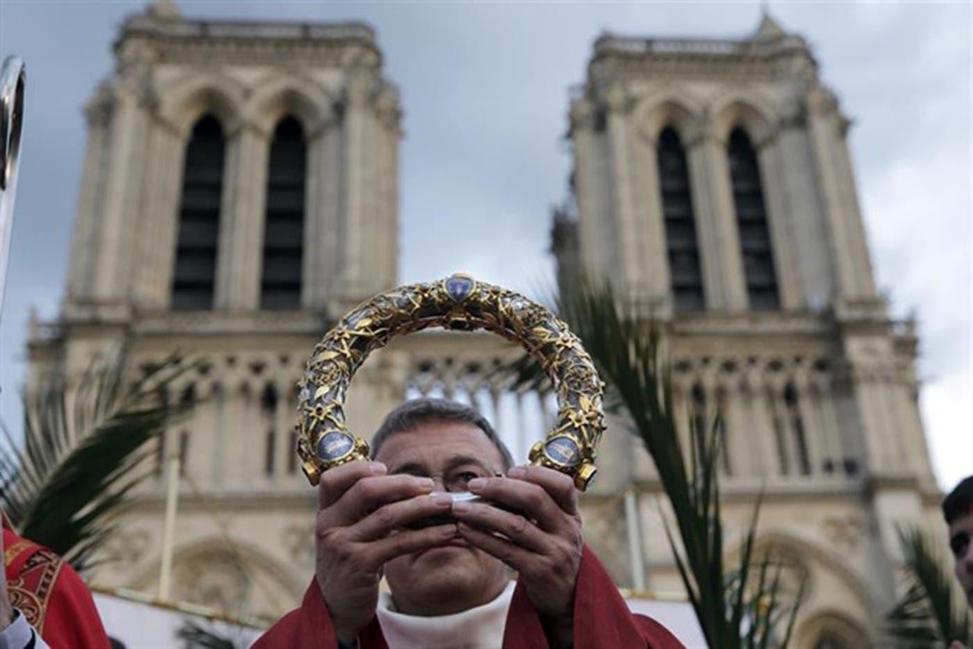 Salvan Corona de Espinas de Cristo en Notre Dame