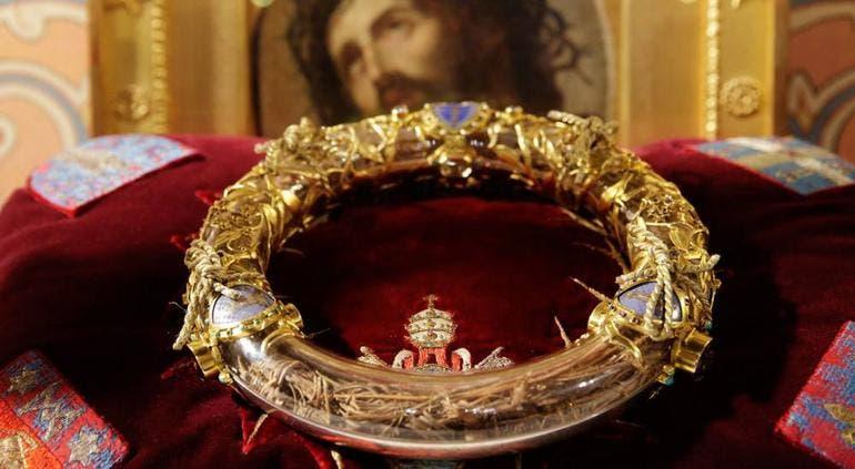 """La """"Corona de espinas de Cristo"""", es una de las reliquias que pudo salvarse, pero no así lo que se supone fue una de las espinas de dicha corona."""