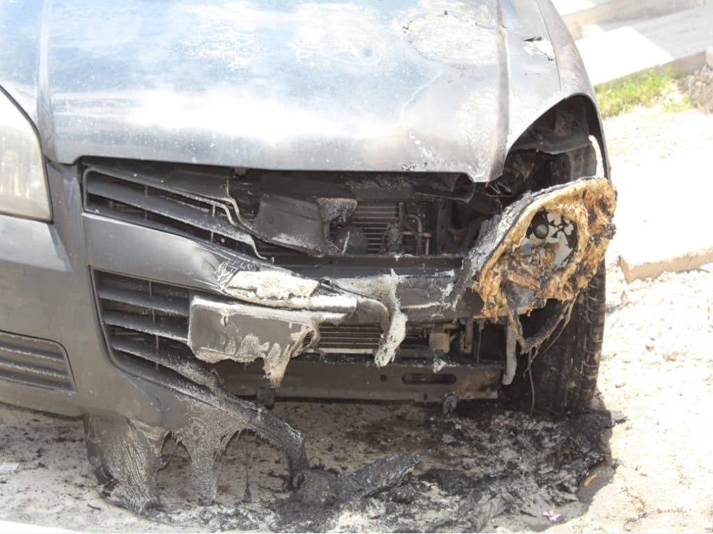 Incendian un automóvil en la colonia CTM de Playa del Carmen