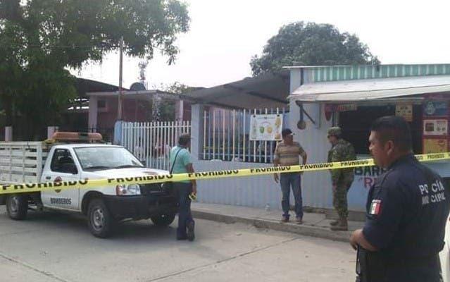Algunas autoridades estatales se desplazaron al lugar e intentaron dialogar durante varias horas, pero la turba se negó a liberarlos y los asesinó, algunos de ellos mediante el método del fusilamiento.