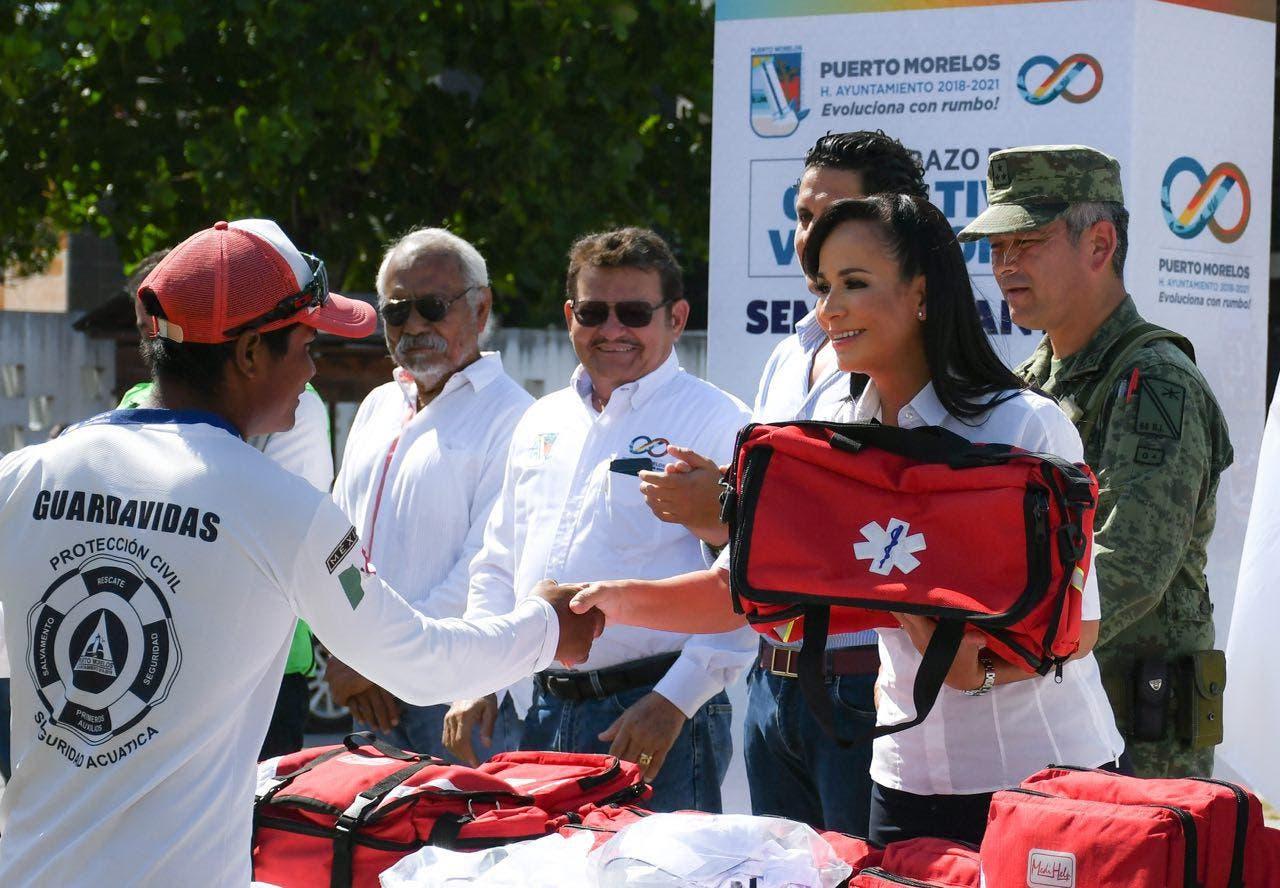 Entregan equipamiento al los guardavidas de Puerto Morelos