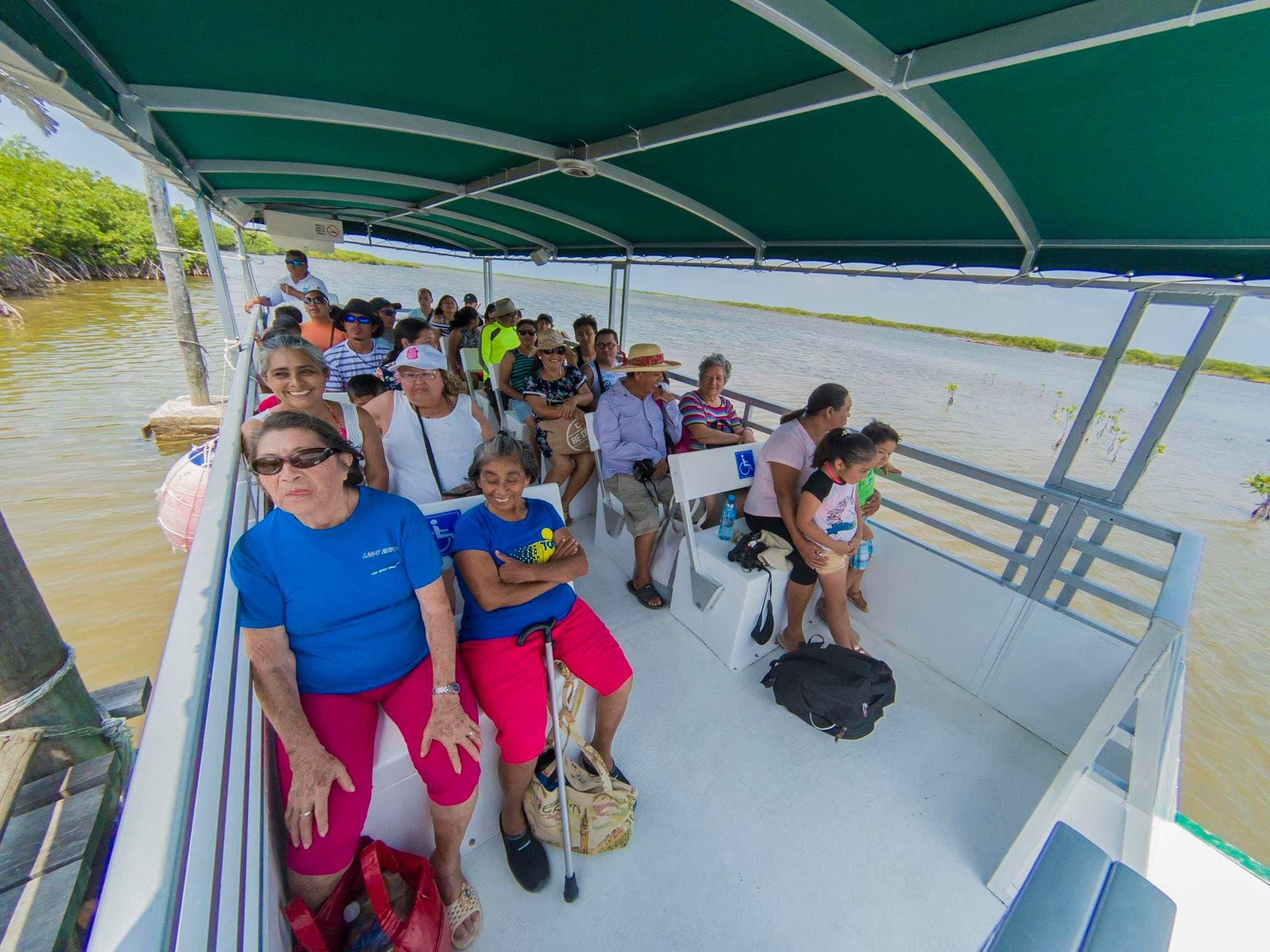 Familias cozumeleñas disfrutan primer domingo de vacaciones
