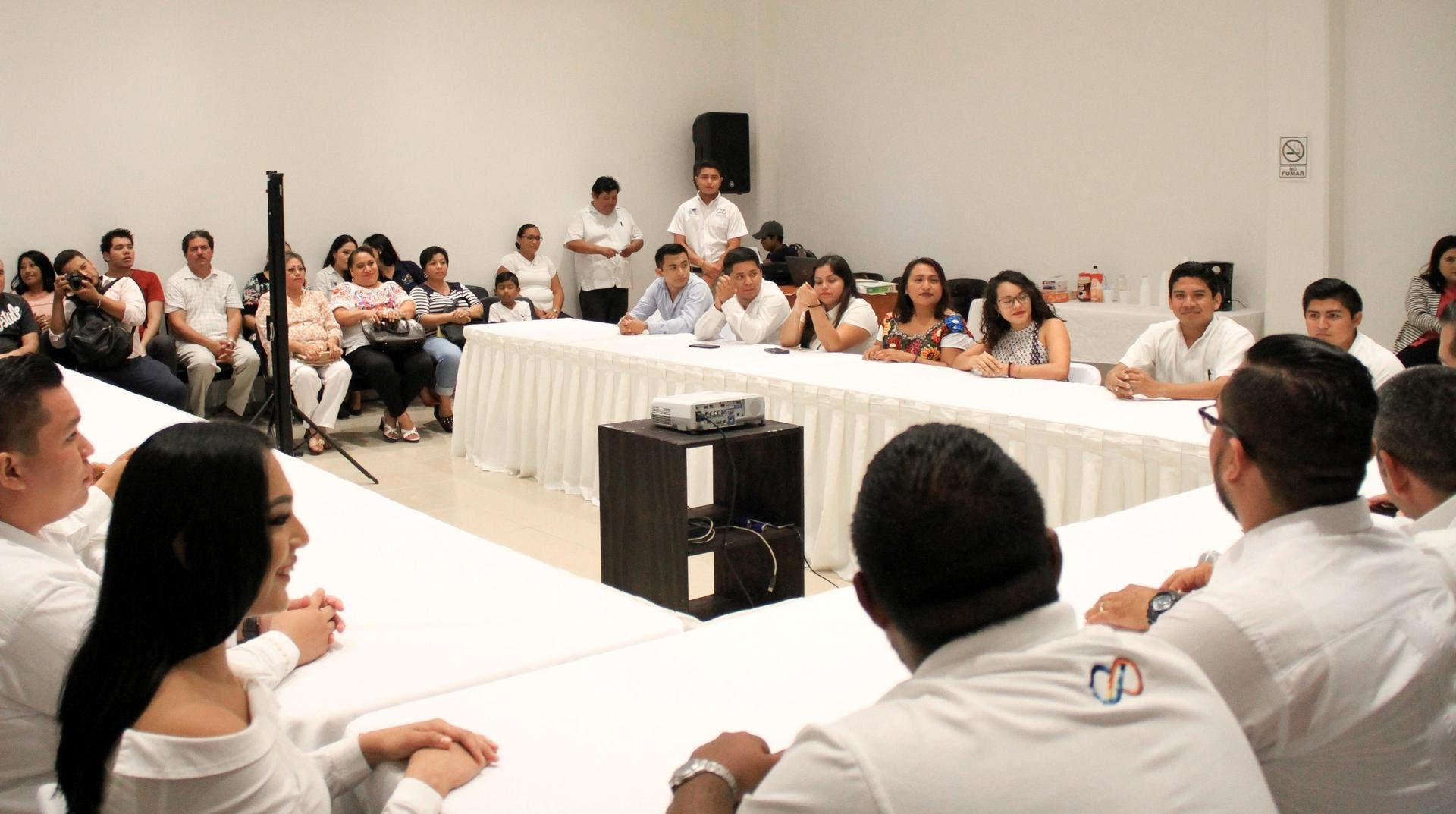 La alcaldesa establece políticas públicas, enmarcadas en el Plan Municipal de Desarrollo 2018-2021, a fin de generar mejores condiciones de desarrollo y oportunidades para los jóvenes de Puerto Morelos.