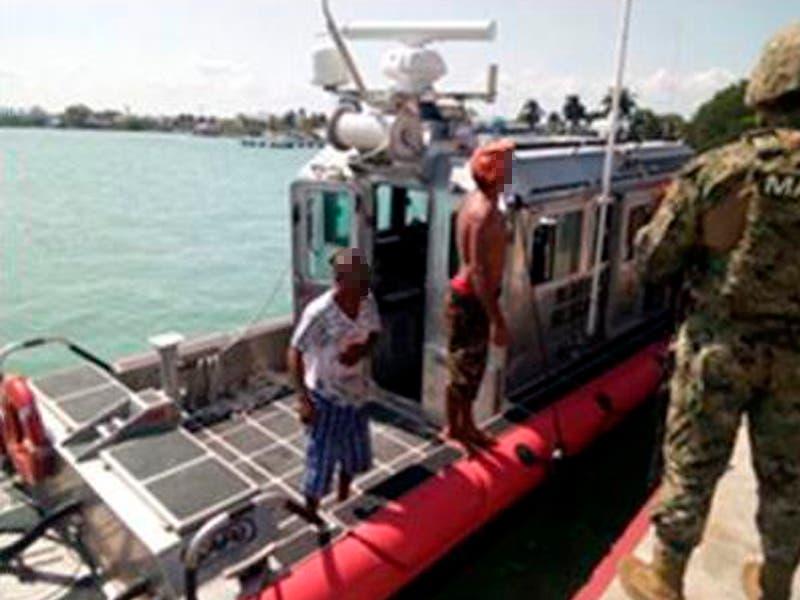 Embarcación se queda sin motor, Secretaría de Marina los rescata