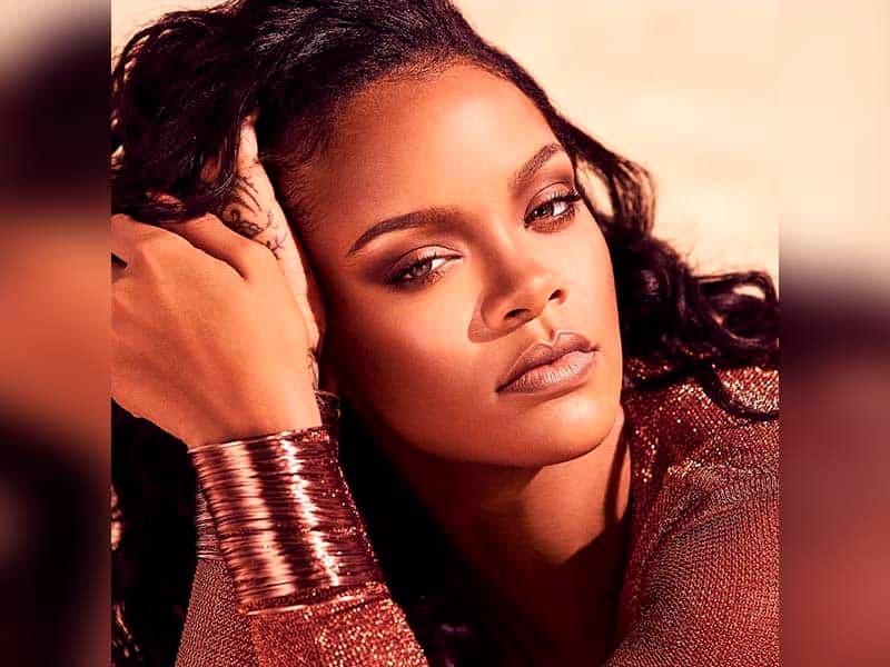 Vogue llamó a Rihanna 'fenómeno'