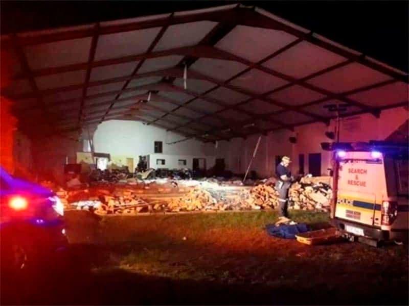 Iglesia colapsa en pleno servicio de pascua y mueren 13 personas