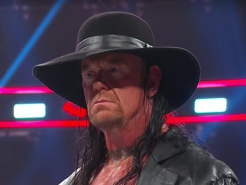 WWE: Undertaker reapareció en RAW para enfrentar a Elias