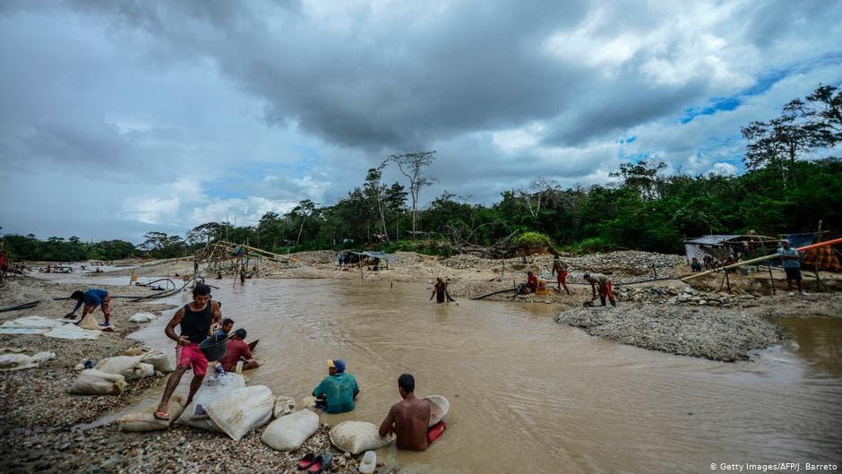 Una mina ilegal de oro en Sifontes, al sureste de Venezuela; lugar donde hay más enfermos de paludismo.