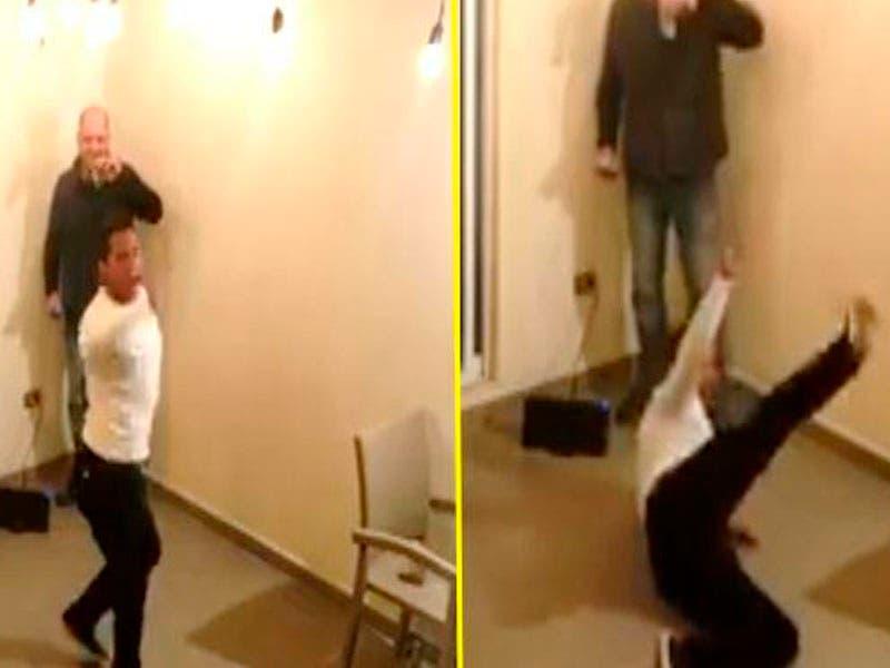 Video: Se burlan de chava #MeToo que baila en protesta por el acoso en universidad