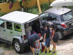 Turistas saturan el bulevar Kukulcán en Cancún