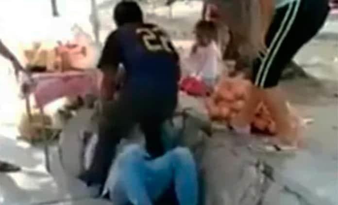 VÍDEO: Hondureños golpean a mexicanos por recolectar firmas para sacarlos