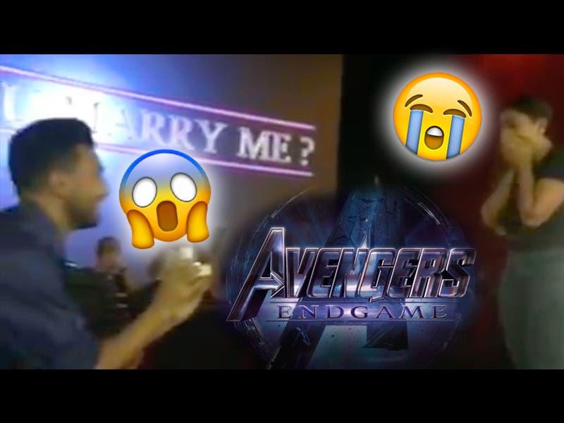 Hombre pide matrimonio en premier de Avengers: Endgame