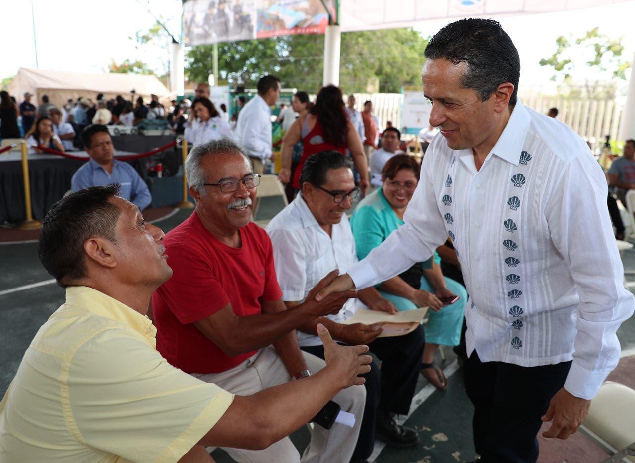 Carlos Joaquín autoriza agilizar trámites de titulación en beneficio de la gente