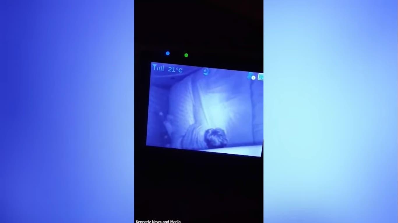 VÍDEO: Mamá graba al fantasma de la abuela en la habitación del bebé