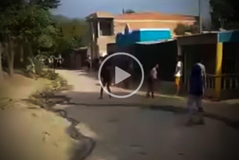 VÍDEO: Vecinos agreden vivienda por cambiar la clave del Wifi
