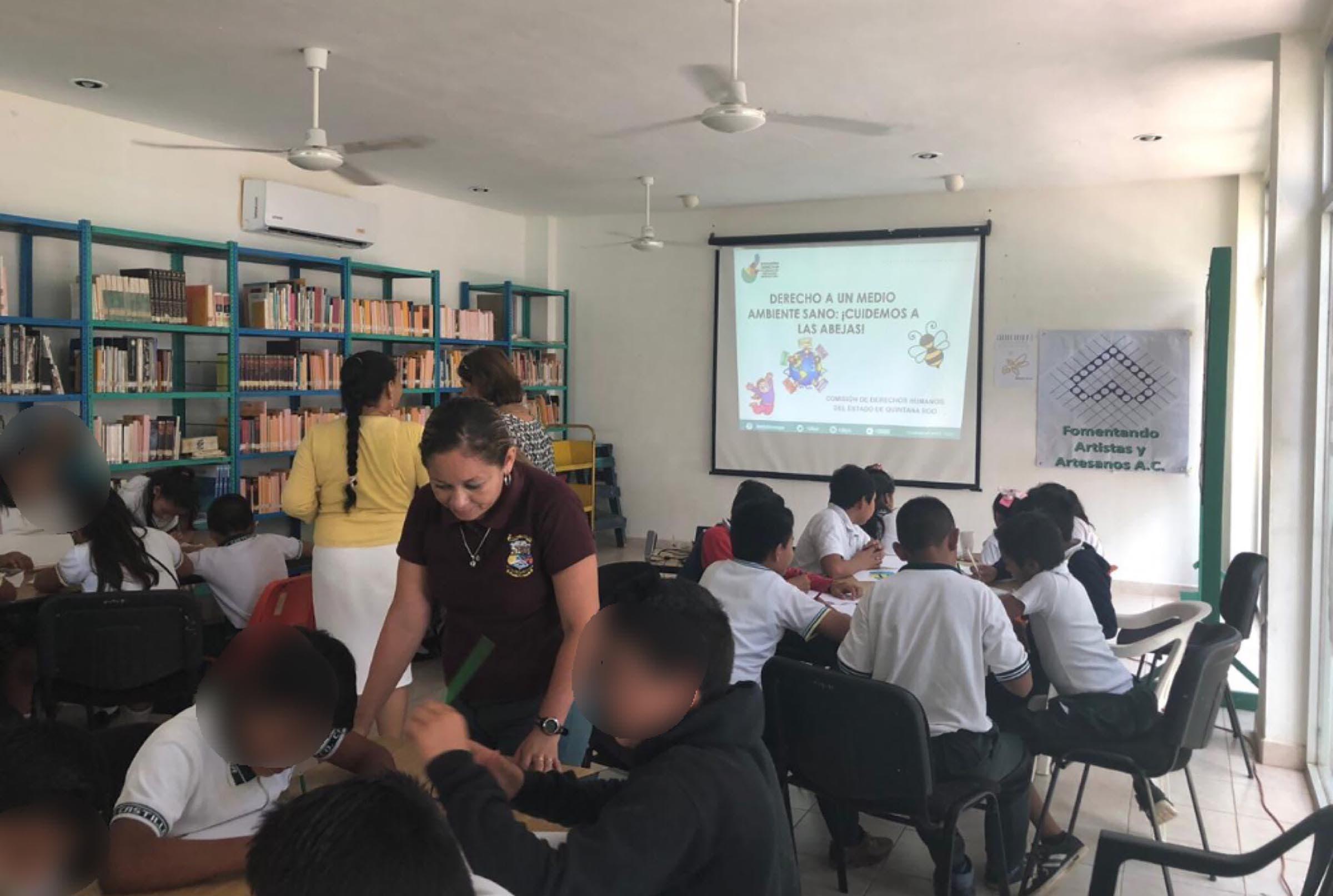 Niños y niñas realizan actividades en el ´Día Mundial de las Abejas´