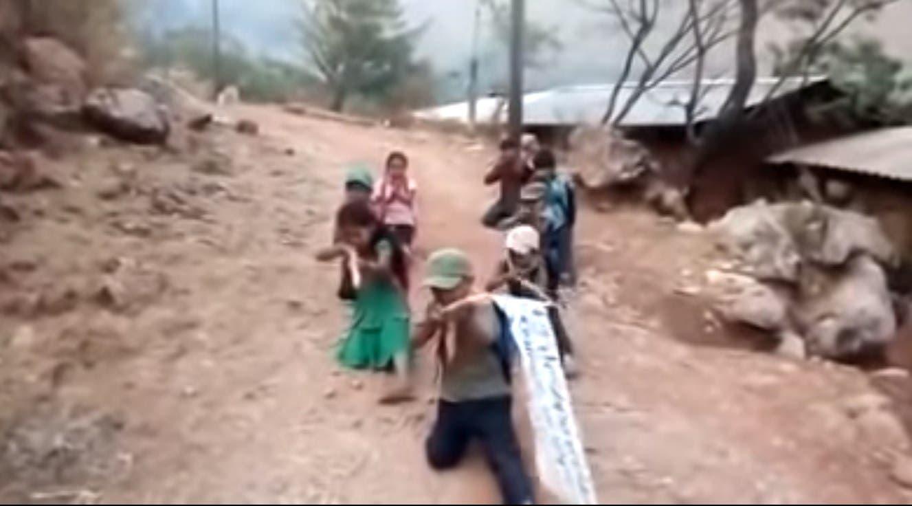 Vídeo: Niños de Chilapa con palos se declaran autodefensas