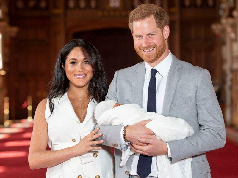 Meghan Markle y el Príncipe Harry muestran a su bebé