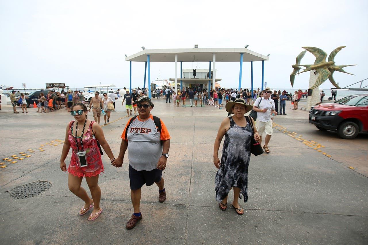 Sargazo no aleja a turistas de Cozumel