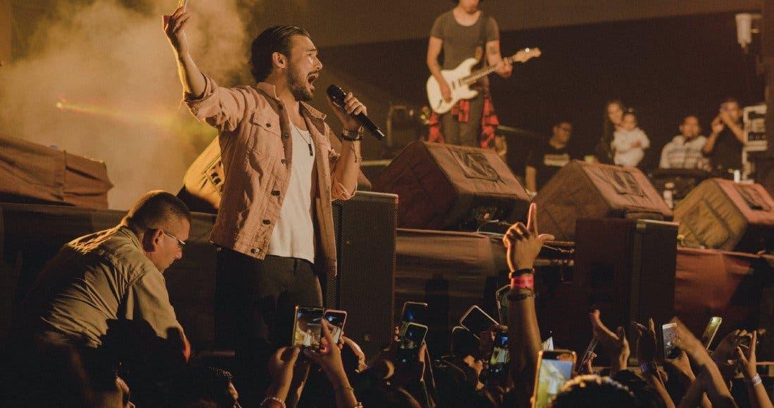 VÍDEO: Terremoto en Perú sorprende a cantante en pleno concierto