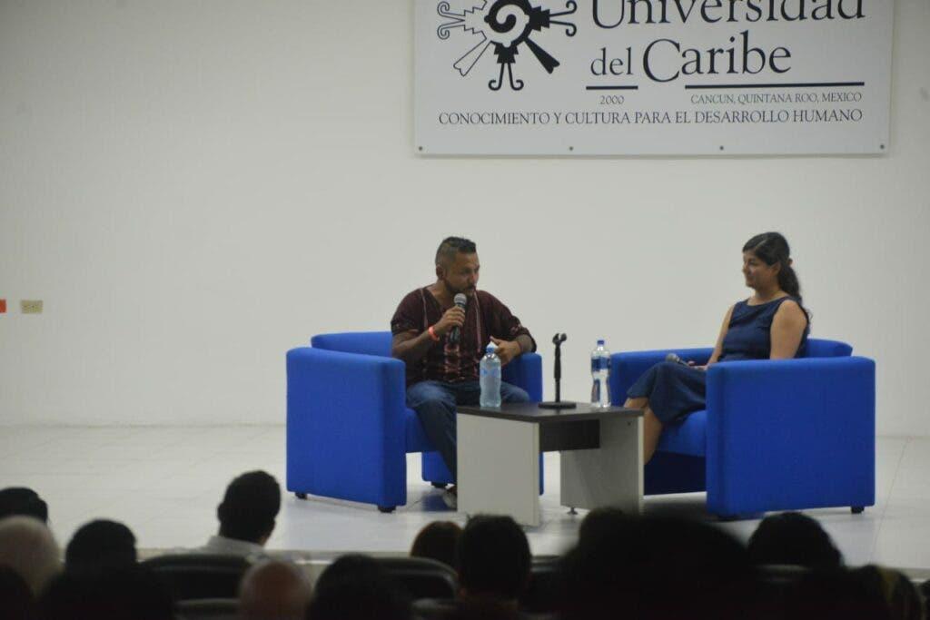 """Diputado local conocido como """"El Mijis"""" en el auditorio de la Universidad del Caribe (Foto Infoqroo)."""