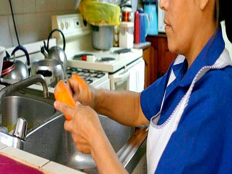 Vulneran derechos de empleadas domésticas en Quintana Roo
