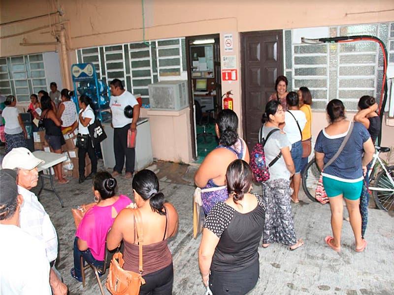 Derechohabientes del IMSS se manifiestan por retraso en pago de viáticos