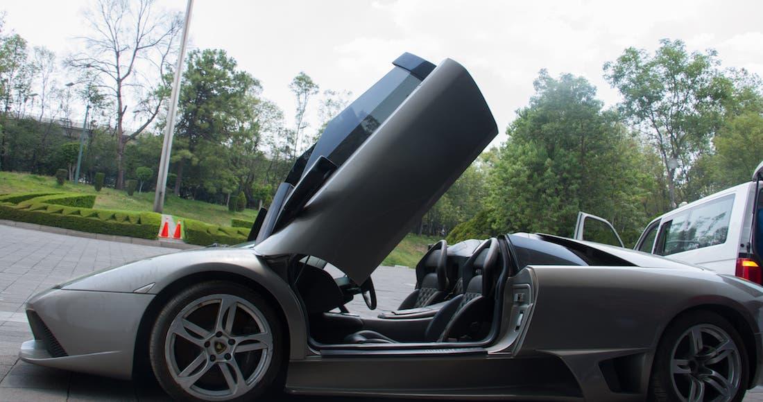 Presenta AMLO autos y camionetas de lujo a subastar el domingo