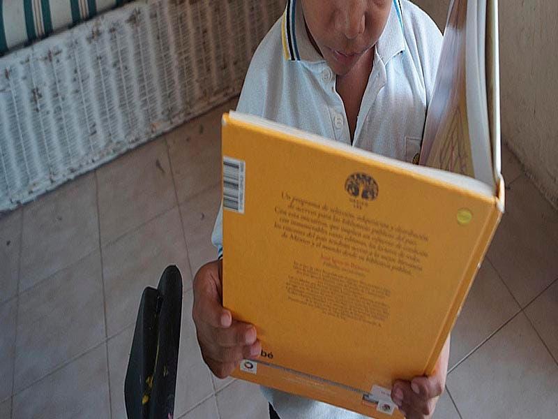 Hábito de leer cae 70% a causa de las redes sociales en Lázaro Cárdenas