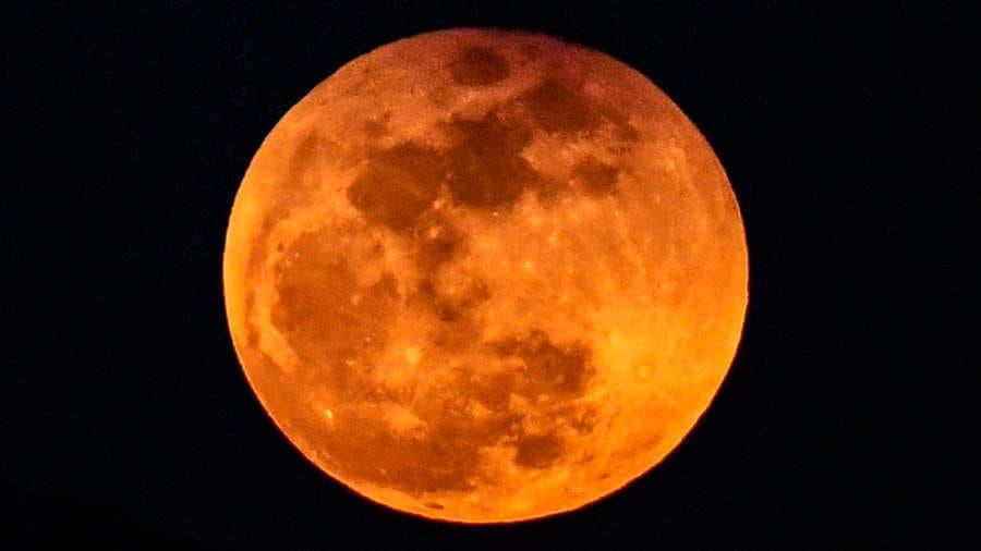 La luna está sufriendo algunas transformaciones