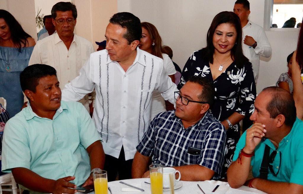 El gobernador del estado Carlos Joaquín encabezó los festejos del día del Maestro