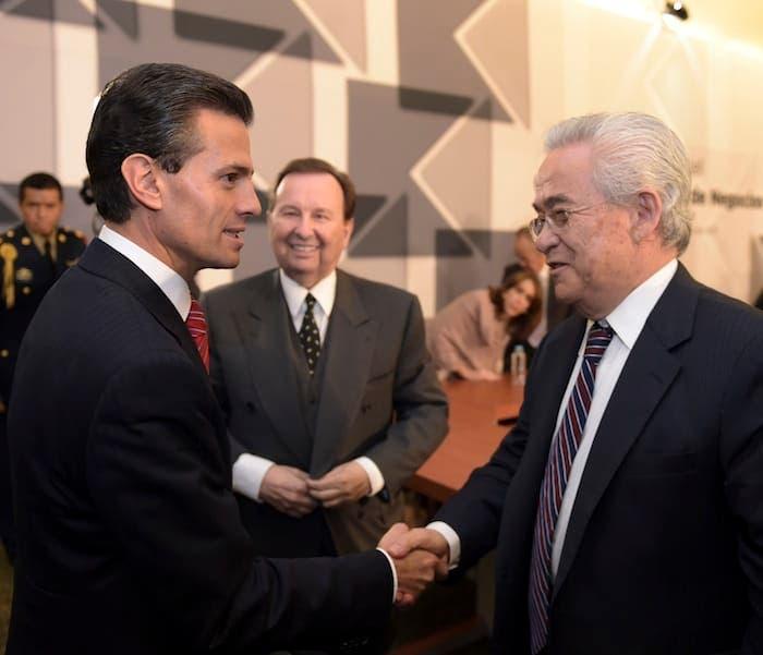 Una imagen que se repitio durante muchos sexenios, el gobernante en turno, Enrique Peña Nieto y los que le antecedieron, aliados del poder económico. Peña Nieto