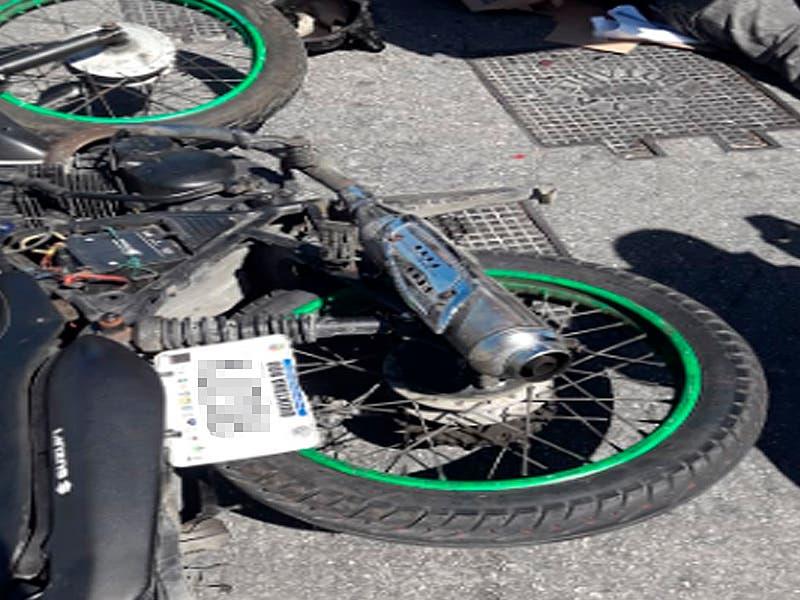 Motocicleta con la que colisionó la patrulla
