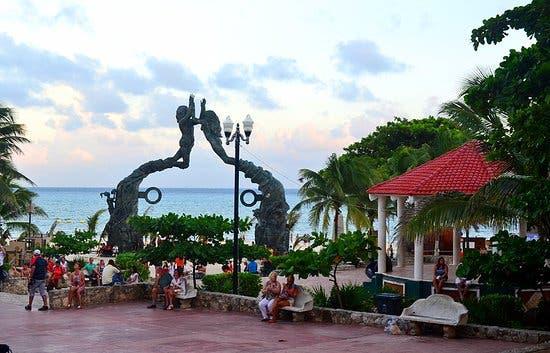 Parque Fundadores, ubicado a unos pasos de la Quintana Avenida en Playa del Carmen