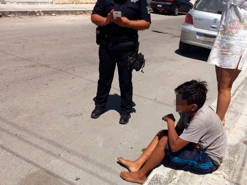 Menor de edad lesionado tras impactarse con la patrulla
