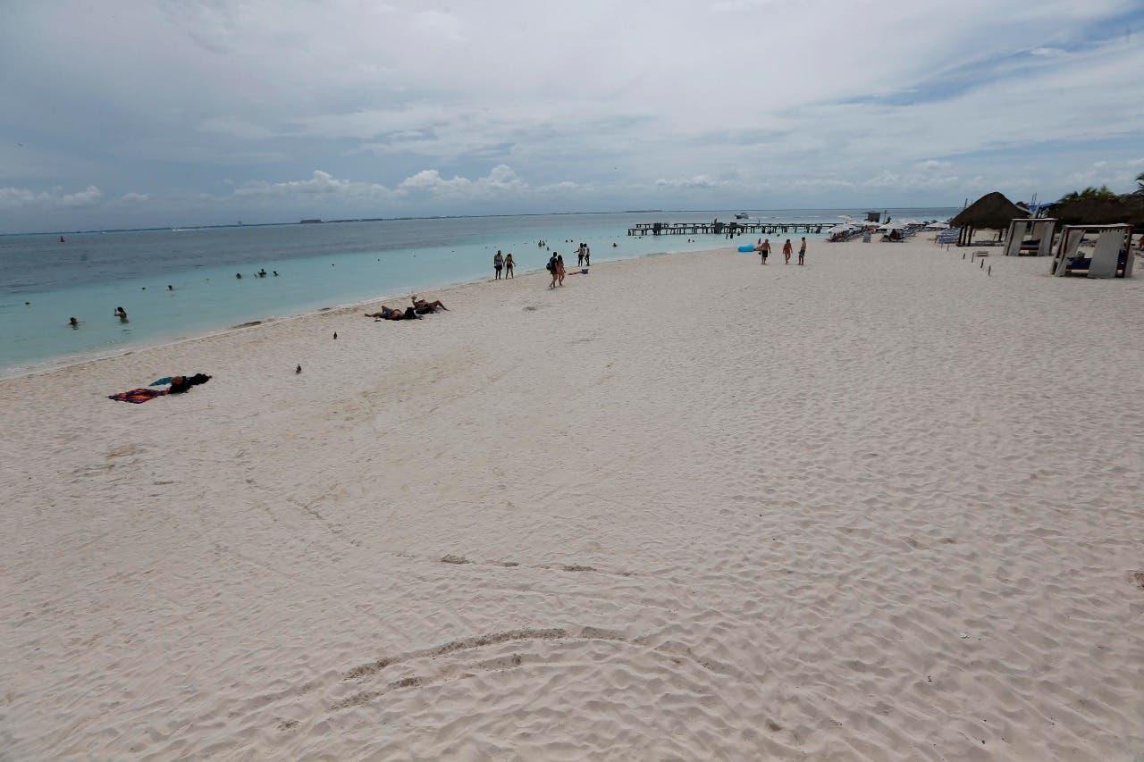 Acciones de limpieza que mantiene a la playa con el distintivo ´Blue Flag´