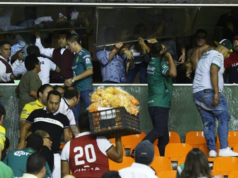 Liga MX: Tras pase de León, aficionados de 'La Fiera' protagonizan pleito