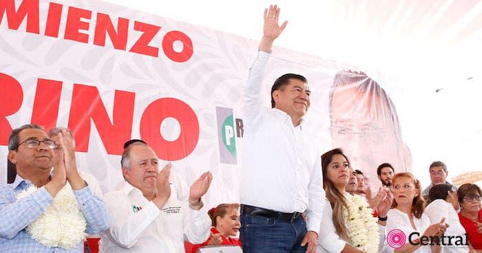 """Mario Marín, el """"gober precioso"""", en un reciente imagen aún en campaña con el candidato del PRI a gobernador en Puebla: Alberto Jiménez Merino."""