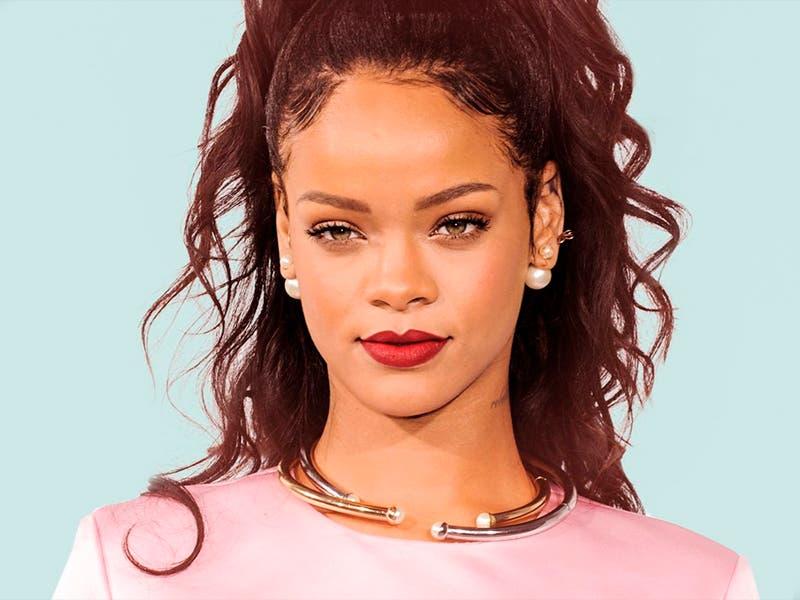 Chris Brown le escribió a Rihanna, fans lo destrozan