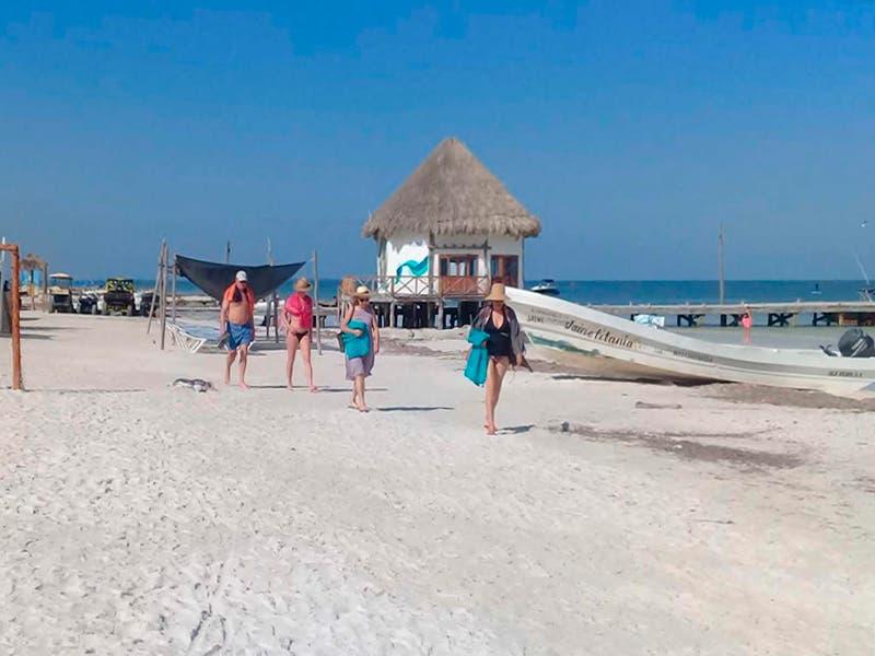 Playas libres de sargazo detonan turismo en Holbox