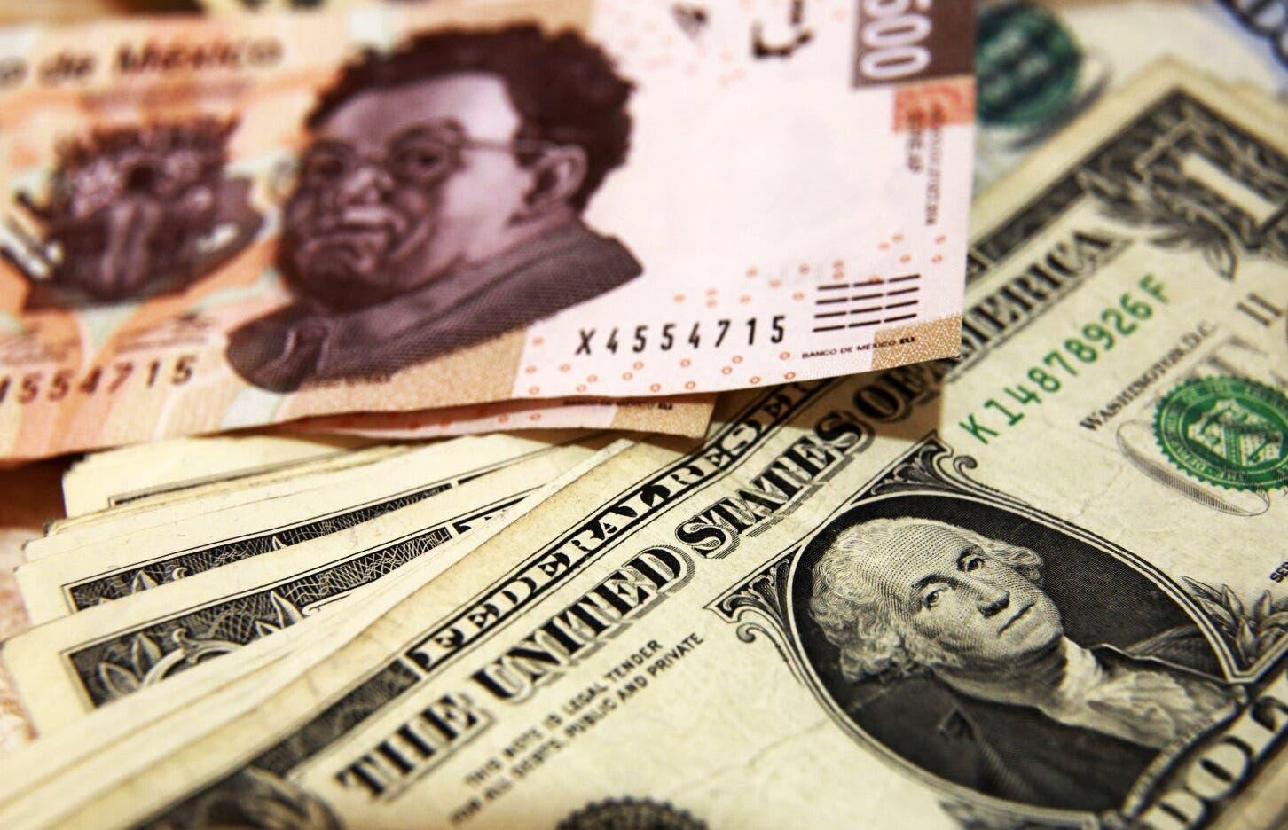 Pierde el peso mexicano todo lo ganado ante el dólar en 2019, en un día