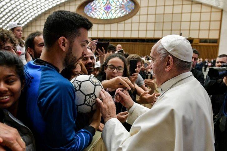 El Sumo pontífice, afirmó que el fútbol es un deporte en conjunto y el más bello del mundo