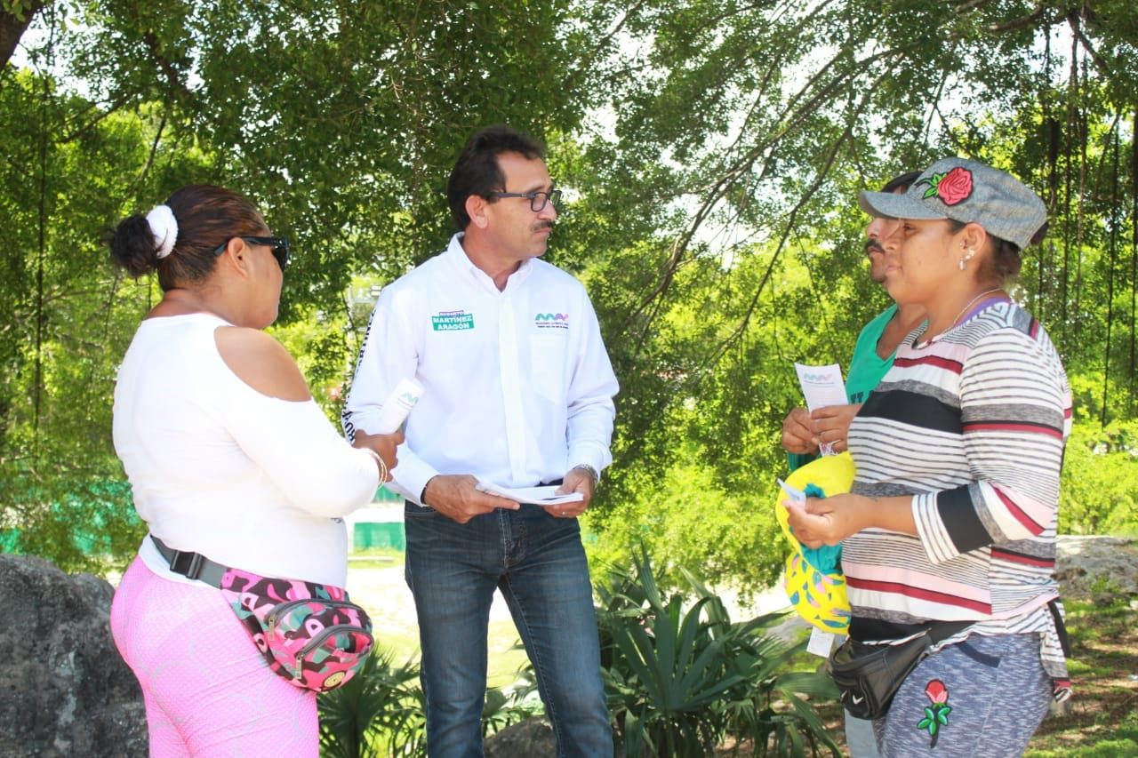 Aplica campaña austera Roberto Martínez; pide al INE fiscalizar derroche de gastos de otros candidatos