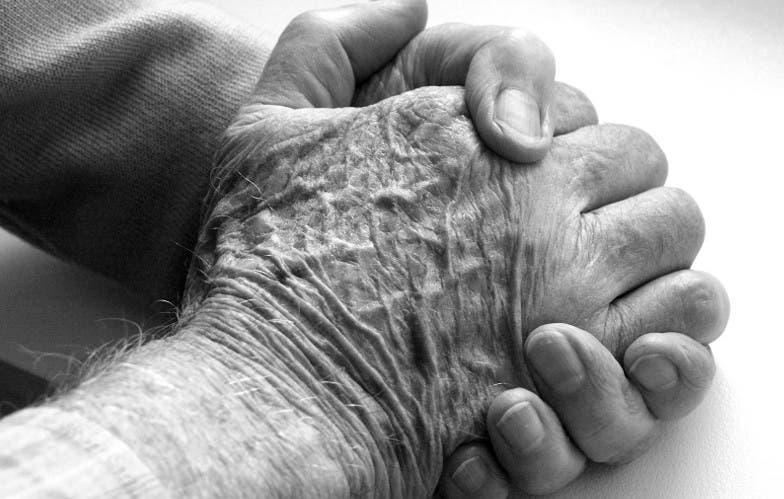 Abuelito era obligado a trabajar y despojado de su pensión