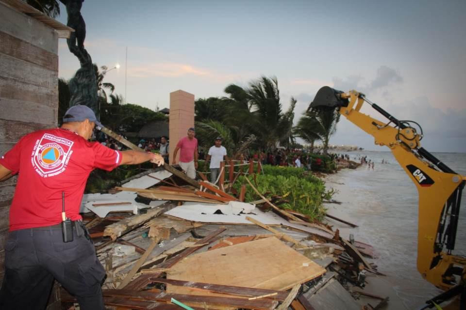 Erosión daña cabaña de playa inclusiva en Solidaridad.