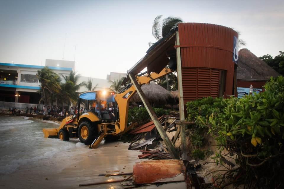La Dirección de Protección Civil del Ayuntamiento de Solidaridad detectó esta falla, producto del oleaje que erosiona la esta zona.