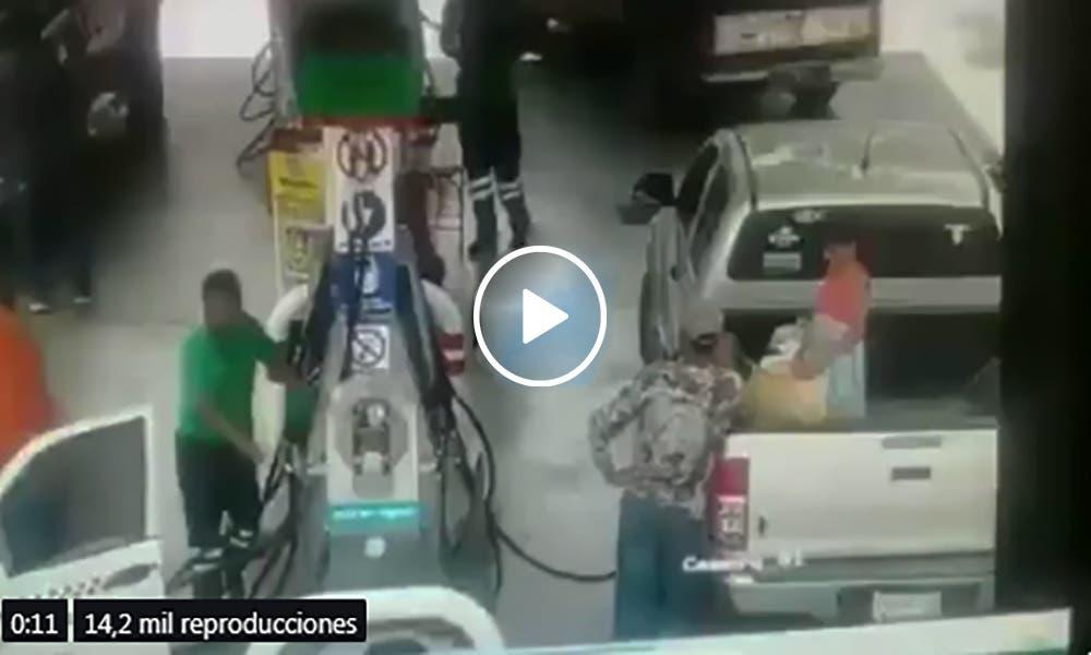 VÍDEO: Flamazo en gasolinera provoca incendio
