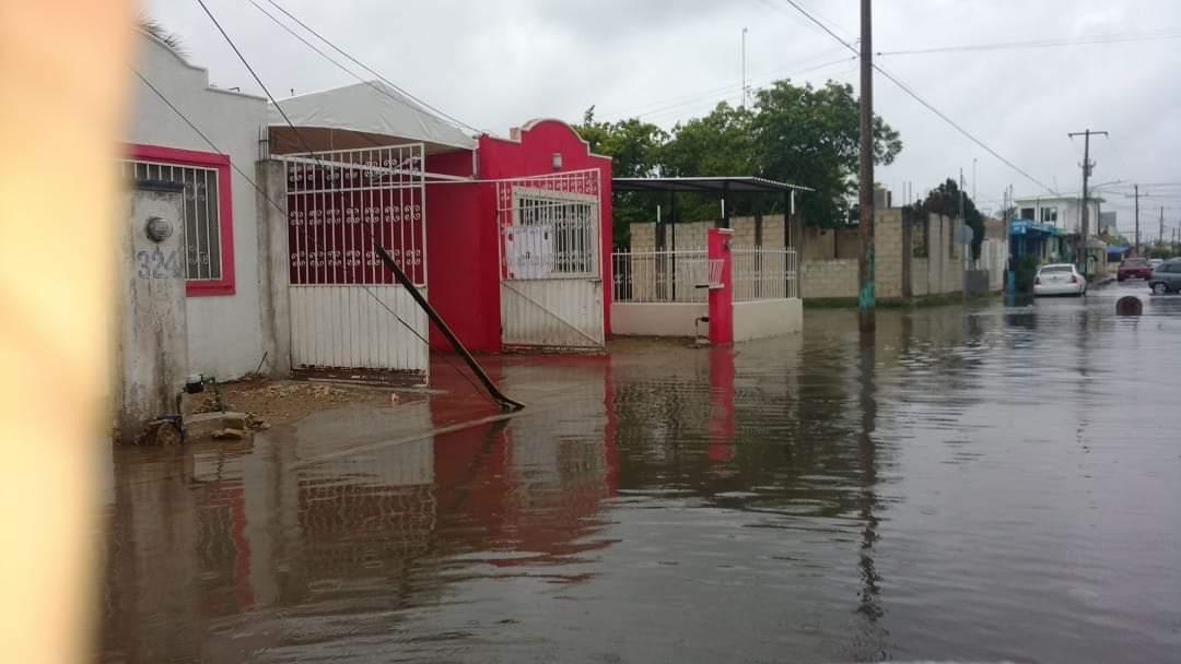 Lluvia y falta de funcionarios retrasan apertura de casillas
